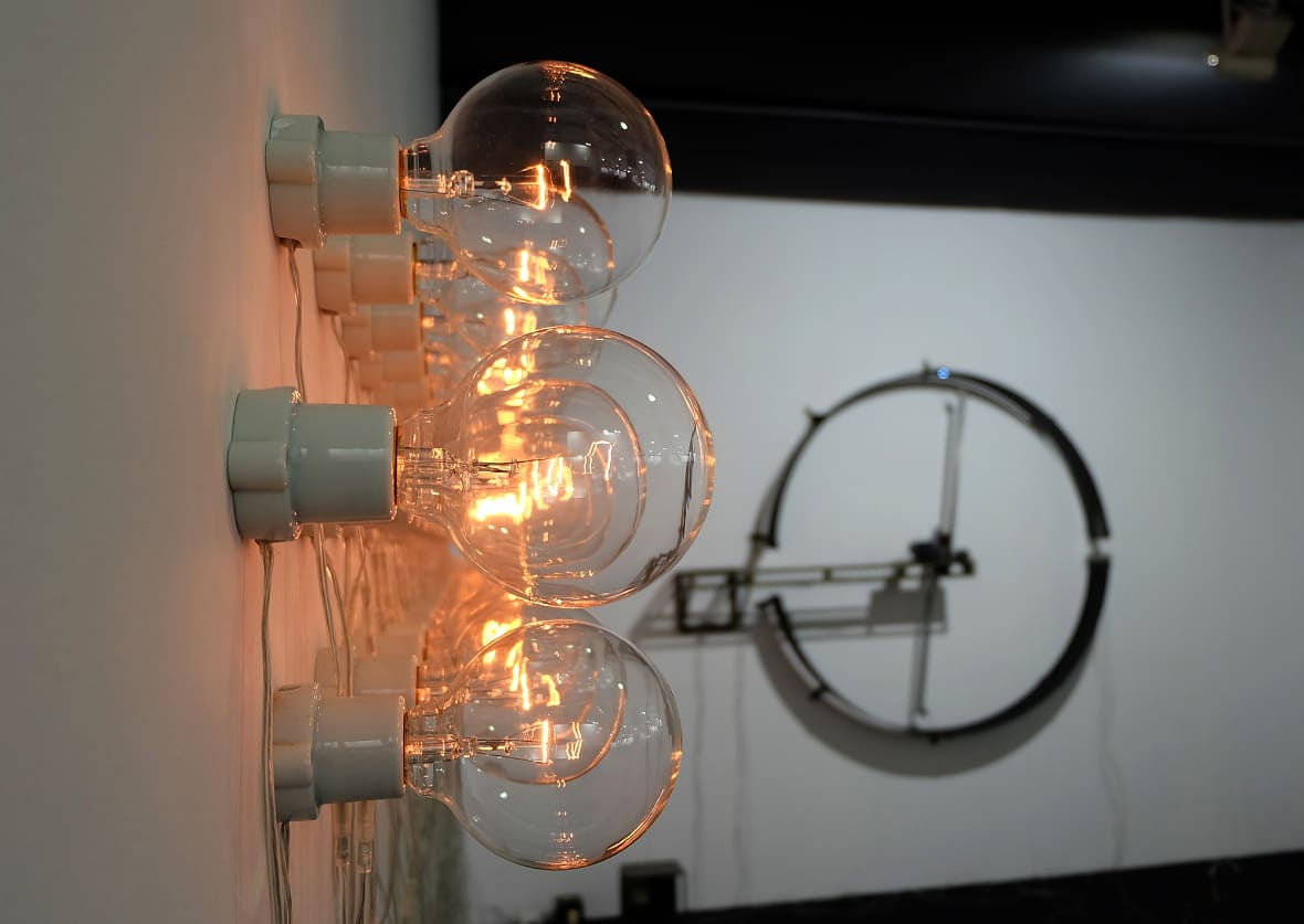 Point of Contact for 100 Incandescent Lamps #2
