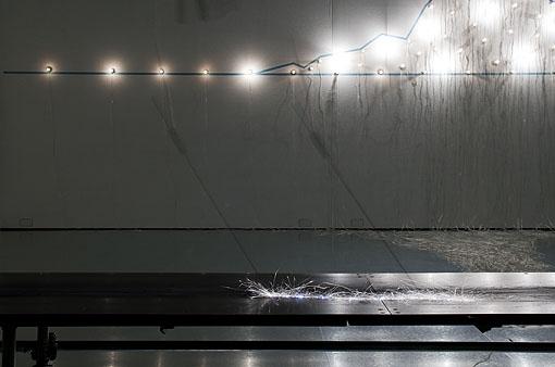 100の白熱灯のための接点, 2010