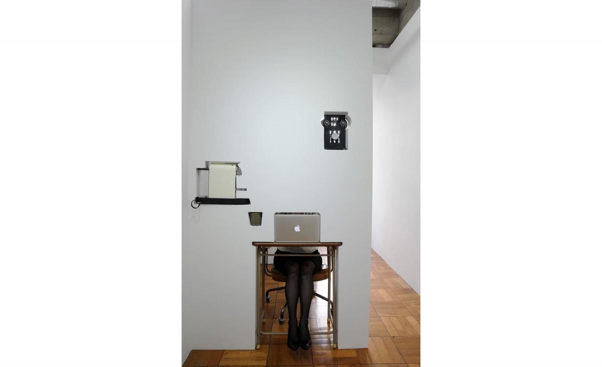 TÉLÉPORTOTION – Maho's desk moved 2m