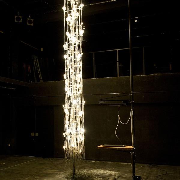 100の白熱灯のための接点 #1.1, 2013