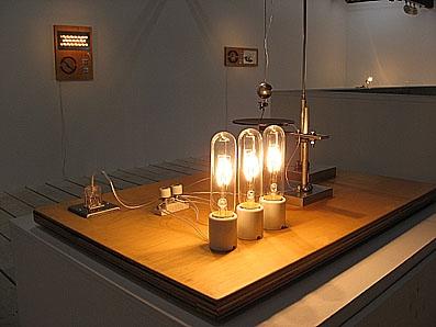 3つの白熱灯のための接点